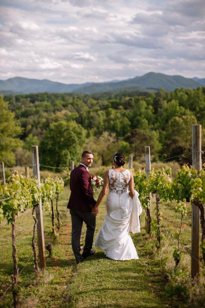 Britt and Ethan_in vineyard